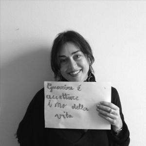 Sara Bertelli psichiatra, psicoterapeuta. Dal 1996 si occupa di Disturbi del Comportamento Alimentare con attività clinica, di ricerca e di formazione. Dal 2003 è responsabile ambulatorio DCA dell'ospedale San Paolo di Milano. Collabora con la scuola di Psicoterapia Studi cognitivi come docente dal 2000.